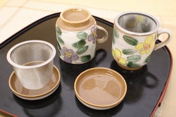 Photo2: Mino Japanese pottery mug tea coffee cup flower purple yellow with strainer and lids set of 2
