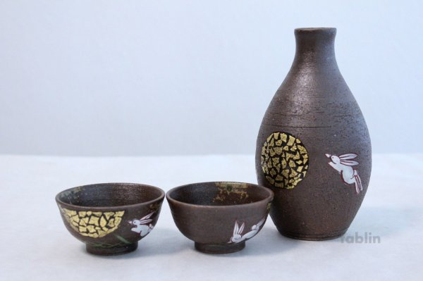 Photo1: Kutani yaki ware Tukimi usagi Japanese Sake cup and Sake bottle set