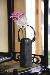 Shigaraki pottery Japanese small vase ibushi tutu black H15cm