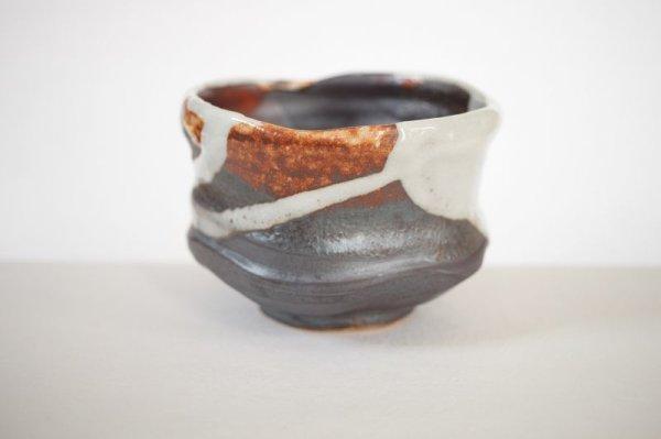 Photo2: Mino ware pottery Japanese tea ceremony bowl Matcha chawan kakewake shino