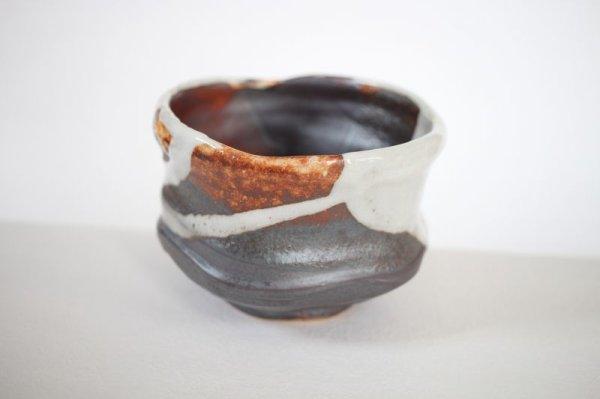 Photo1: Mino ware pottery Japanese tea ceremony bowl Matcha chawan kakewake shino