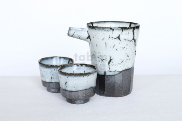 Photo1: Kiyomizu porcelain Japanese sake bottle cups reishuki katakuchi shiro kairagi
