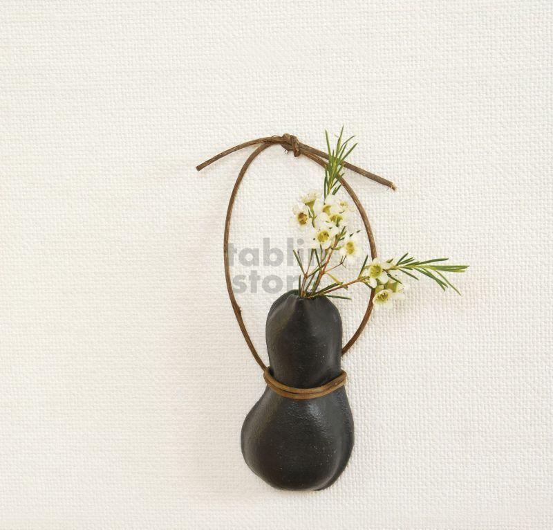 Shigaraki Pottery Japanese Wall Hanging Vase Hisago Black H14cm
