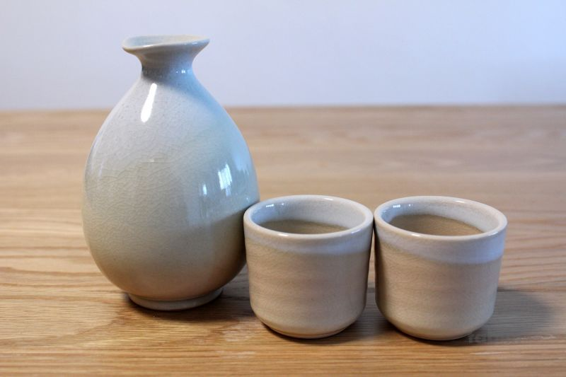 Hagi Yaki Ware Japanese Sake Bottle And Sake Cup Set Himetuti Oazuke